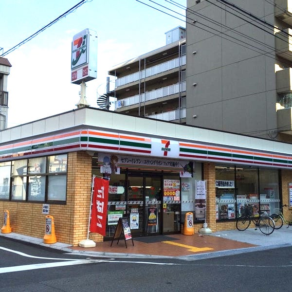 convenience store(2 minutes on foot)
