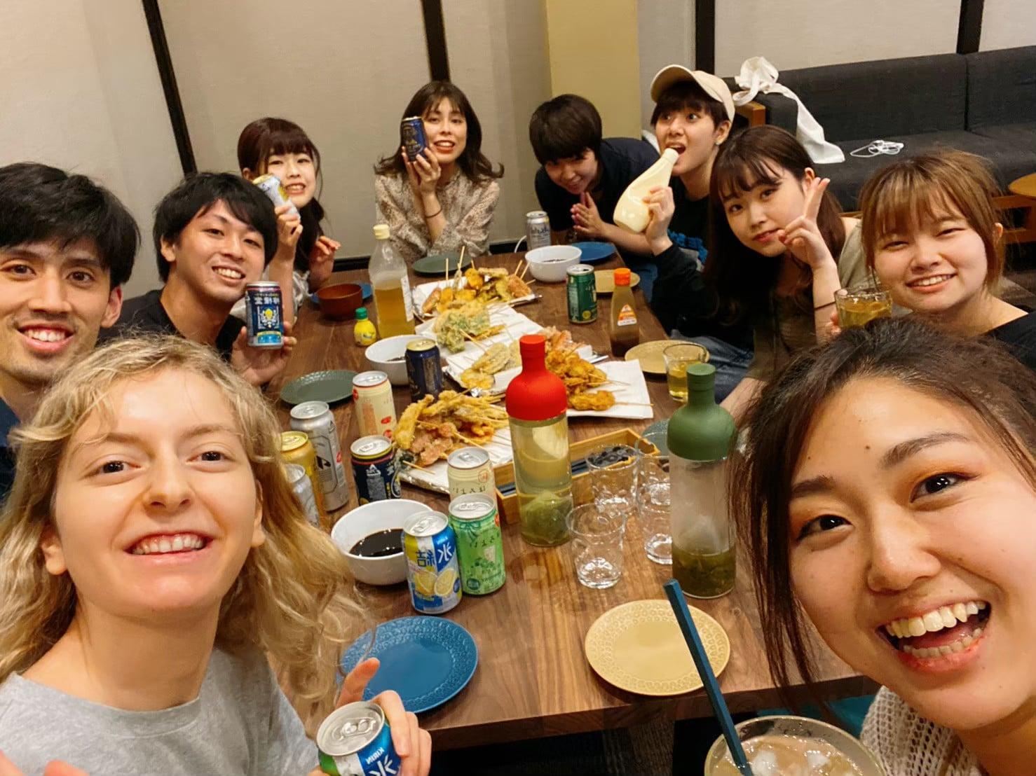 (JP) 一緒にご飯を食べるだけで、心を通わせ、繋がれる。